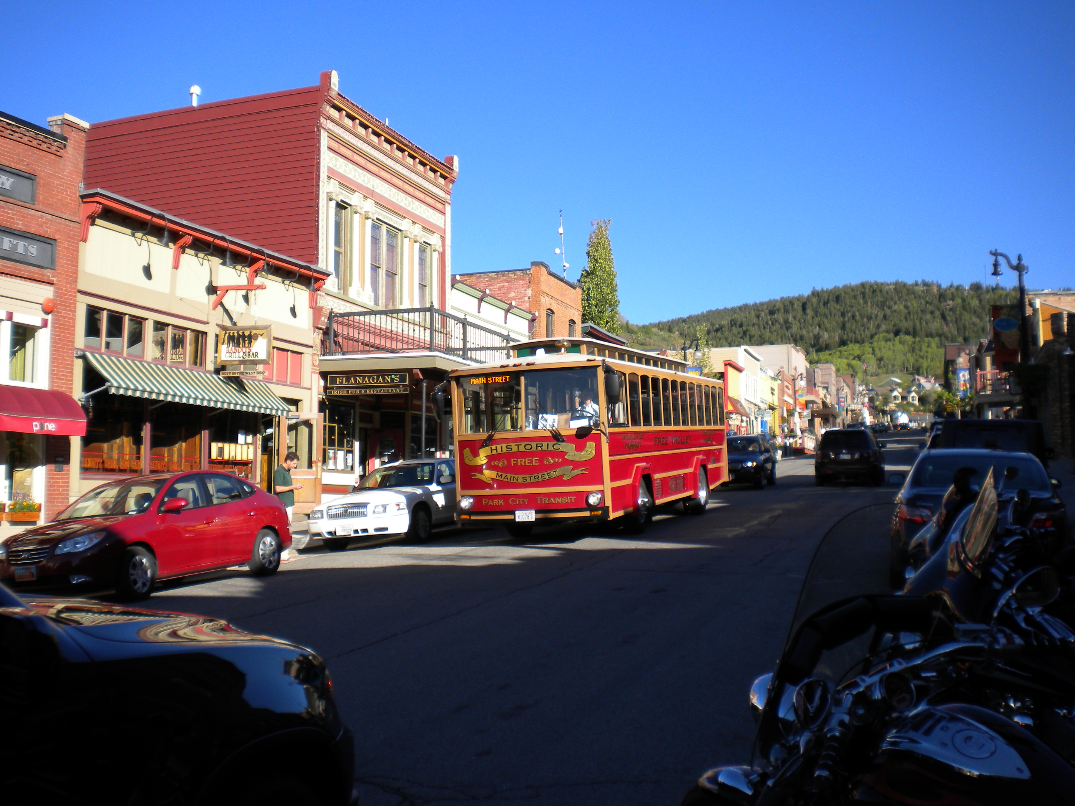 PHOTO FOR SUMMER PAGE TROLLEY MAIN ST