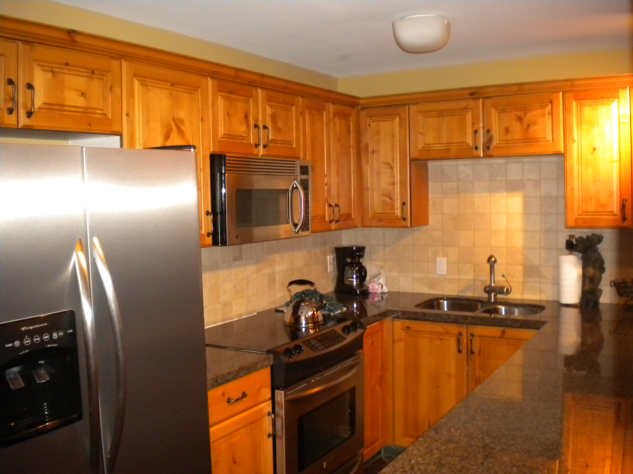 PHOTO FOR TWO BEDROOM PAGE KITCHEN